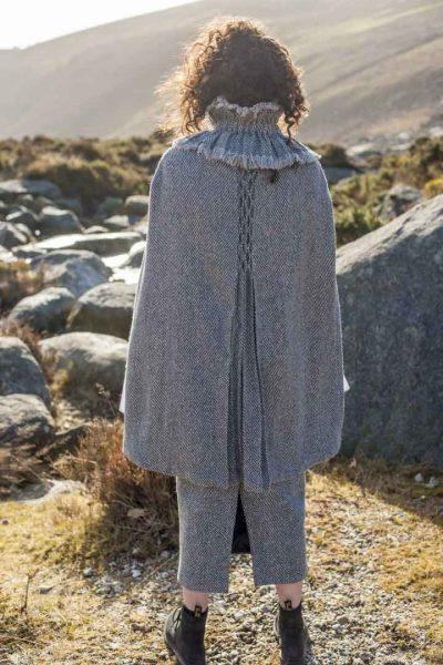 Tweed cape in grey