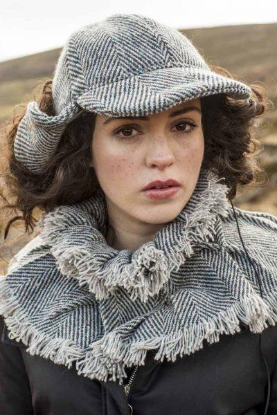 Sherlock holmes cap and tweed collar in grey